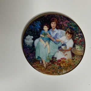 Collectible Avon Mothers Day 2001 Plate
